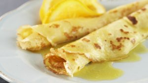 Prøv også Crêpes Suzette med suzettesaus.