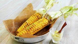 Prøv også Grillet maiskolbe med limesmør.