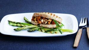 Prøv også Aprikosfylt svinefilet med grillet asparges.