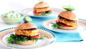 Prøv også Små lakseburgere med tzatziki.