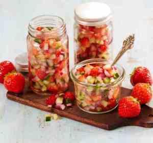 Prøv også Jordbærsalsa med agurk og rødløk.