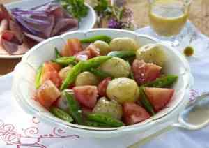 Prøv også Nypotetsalat med plommetomater og sukkererter.