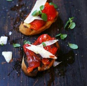 Prøv også Bruschetta med grillet paprika og parmesan.