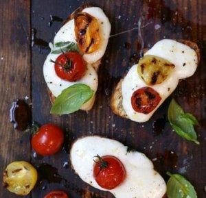 Prøv også Miniostesmørbrød med mozzarella og tomater.