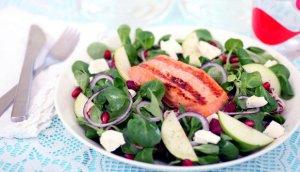 Prøv også Salat med laks, fetaost og granateple.