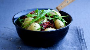 Prøv også Nypotetsalat med soltørket tomat.
