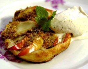 Les mer om Eplekake av butterdeig med iskrem tilsmakt med kanel hos oss.