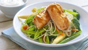 Prøv også Ovnsbakt laks på grønnsaker og ingefæryoghurt.