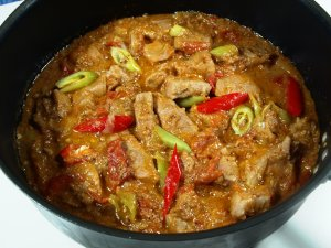 Prøv også Pork Binagoongan, svin med rekepasta.