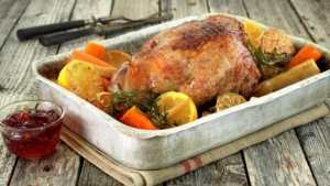 Prøv også Lammestek i ovn med rotgrønnsaker, sitron og hvitløk.