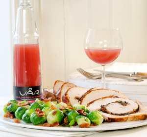 Prøv også Bacon- og hvitløksfylt kalkunbryst servert med rosenkål og bacon.