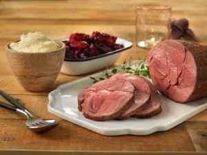 Prøv også Reinsdyrstek med ovnsbakt rødkål og persillerotpuré.