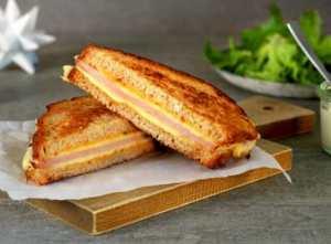 Prøv også Sandwich med juleskinke, ost og sennep.