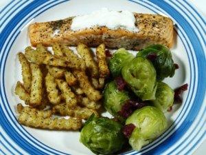 Prøv også Stekt laks med rosenkål og pommes frites.
