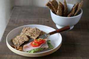 Prøv også Knekkebrød med bygg og valnøtter.