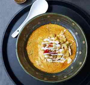 Prøv også Rød karri i kokos med kylling (Gaeng saparot gai).