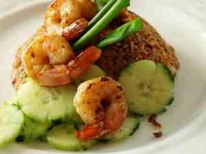 Prøv også Stekt ris med reker (khao phat kung).