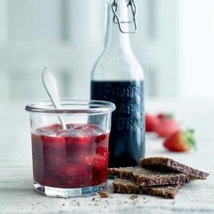 Prøv også Jordbærmarmelade med balsamico og svart pepper.