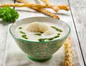 Read more about Blomkålsuppe med persilleolje in our websites(In Norwegian).