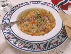 Try also Gul ertesuppe.
