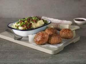 Prøv også Medisterkaker med potetstappe, erter og bacon.