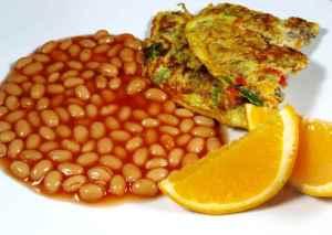 Les mer om Tomatbønner med grønn omelett til frokost hos oss.