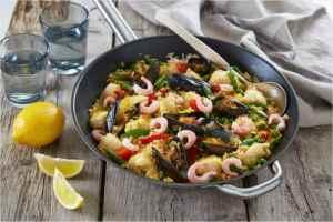 Prøv også Paella med breiflabb og skalldyr.