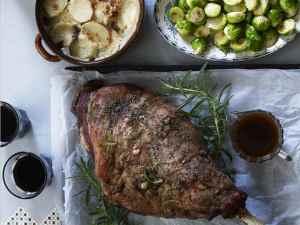 Prøv også Lammelår med hurtigstekt rosenkål og fløtegratinerte poteter.