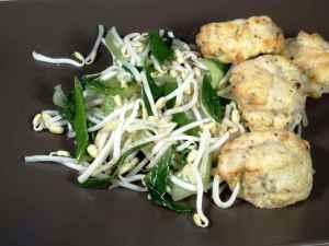 Prøv også Stir fry spirer med fiskekaker og pepper.