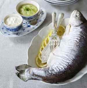 Prøv også Helkokt laks med agurksalat og rømme.