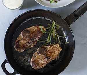 Prøv også Lammekoteletter med agurk- og potetsalat.