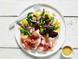 Prøv også Lun salat med potet og spekeskinke.
