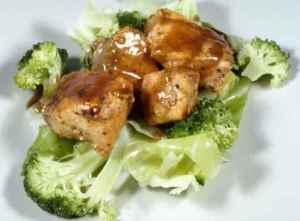 Prøv også Stekte terninger av laks med brun saus og kål.