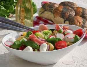 Prøv også Sommersalat med mye godt.