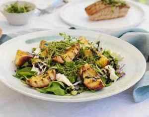 Prøv også Salat med nektarin og mozzarella til grillet fisk.