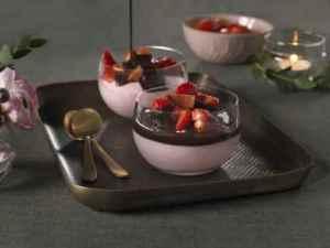Prøv også Jordbærmousse med sjokoladesaus.