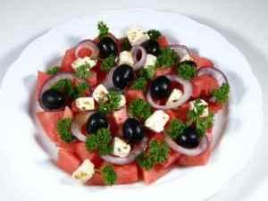 Prøv også Salat med vannmelon, feta og oliven.