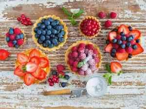 Prøv også Søte terter med vaniljekrem og friske bær.