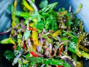 Prøv også Lynstekte grønnsaker med soya og sesam.