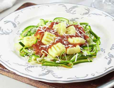 Prøv også Gnocchi med tomatsaus og squashbånd.