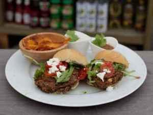 Prøv også Vegetarburger med søtpotetchips, avocadokrem og frisk koriandersalsa.
