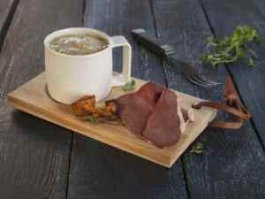 Prøv også Røkt reinsdyrhjerte med kantarellsuppe.
