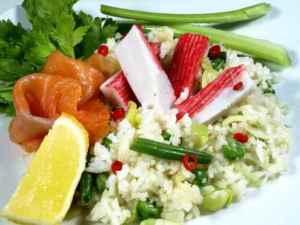 Prøv også Rispanne med laks og crabstick.