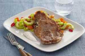 Prøv også Nakkekoteletter med stekt agurk.