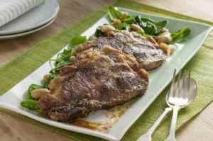 Prøv også Nakkekoteletter med spinat og hvite bønner.