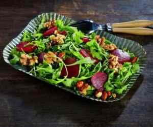 Prøv også Salat med rødbeter og nøtter i honning.