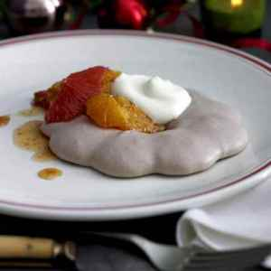 Prøv også Sjokoladepavlova med appelsinsalat og råkrem.