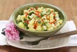 Les mer om Ananas- og agurksalat hos oss.