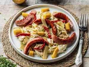 Prøv også Wok med kjøttpølse, creme fraiche, nudler og grønnsaker.