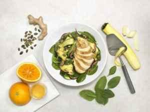 Prøv også Appelsinkokt kyllingfilet med lun squashsalat og ingefærdressing.